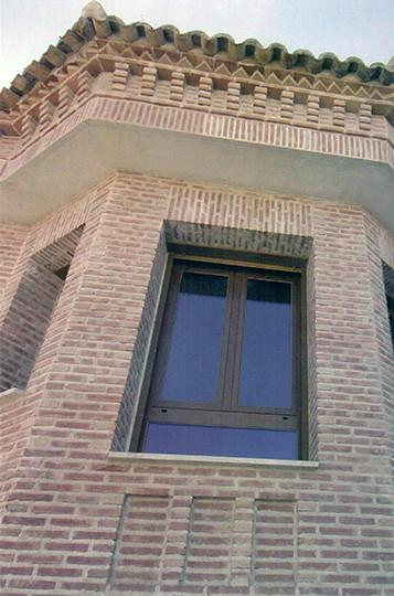 Aluminios Técnicos Cebreros fachada ventana